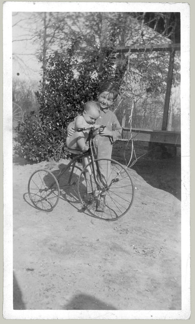 20110616 baby on tricycle enhanced