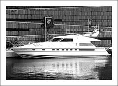 Lnies i reflexes (Pemisera) Tags: barcelona lines yacht catalonia catalunya catalua lineas catalogna catalogne yate iot lnies portforum pemisera