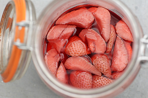 marinating strawberries