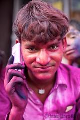 Inde, Holi, Mathura (jmroyphoto) Tags: portrait people orange rose temple couleurs religion foule holi poudre inde mathura fete jmroyphoto