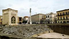 IMG_2715 - lecce - teatro romano - (molovate) Tags: piazza antico puglia architettura lecce archeologia teatroromano volate piazzasantooronzo tafme molovate