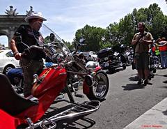 The red bike. Puerta de Alcal, Madrid. (Caty V. mazarias antoranz) Tags: madrid espaa spain bikes harleydavidson motos moteros moterosenmadrid