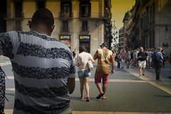 Patterns (JC Arranz) Tags: barcelona españa atardecer ciudad calle arquitectura turismo cataluña gentes casco antiguo ciutat vella nikon1 j2