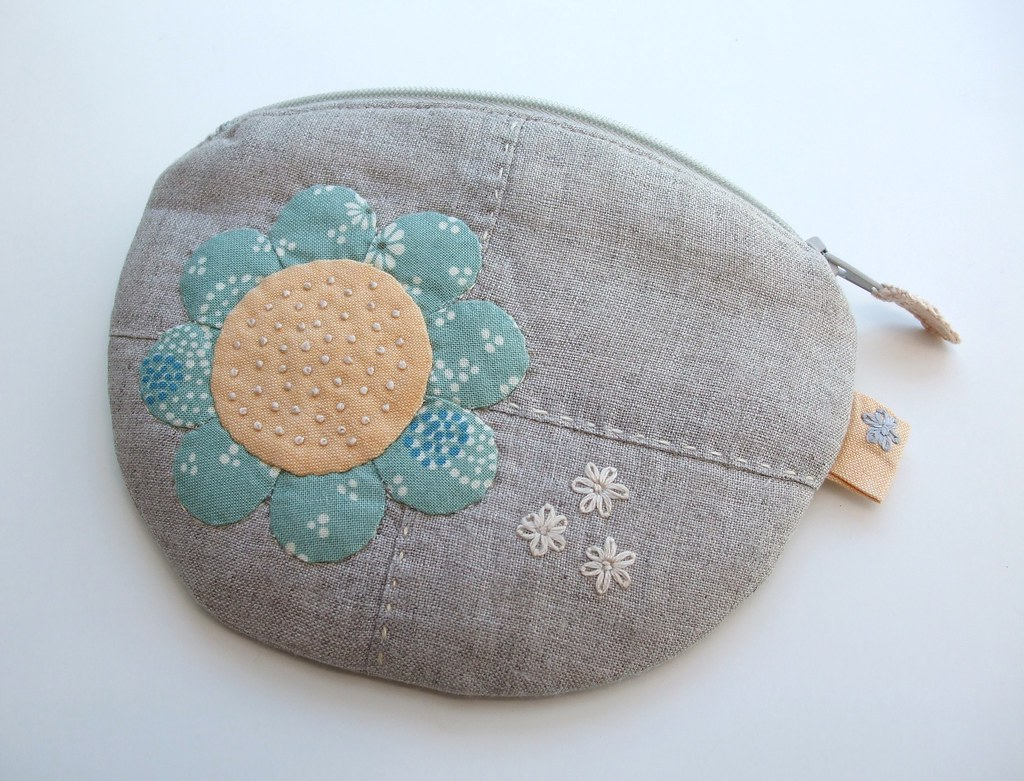 Applique coin purse from the front