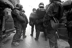 [フリー画像] 社会・環境, 警察・消防, モノクロ写真, 201106271300