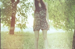 (e n y o u) Tags: light portrait film nature girl analog 35mm canon leaks at1 silabanalitfattafotomasticazzimipiaccionoicolori