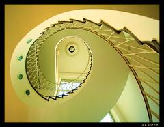 creamy (sediama (break)) Tags: light eye lamp architecture stairs germany licht soft fifties fenster treppe staircase round architektur handrail banister elegant rund escaliers treppenhaus 50er bullauge weich deckenleuchte wirdow sediama b053