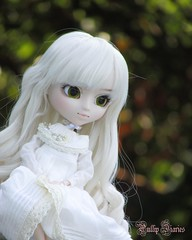 Simple Portrait Of Pearl (Little Queen Gaou) Tags: nanachan pullip groove doll photography garden autumn automne