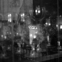 recuerdo.en.descomposicin (5) (Antonio Prez .) Tags: destello beam blink bw casa home brillo sheen brillance ornamentation reflejo reflection blancoynegro monocromo monocromtico monochrome monochromatic luzinterior interior light mono black white blackandwhite fujifilm x20