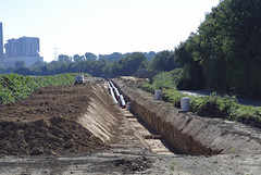Pipeline-Bau für die Fernwärme in Neurath (borntobewild1946) Tags: pipeline fernwärmetrasse fernwärmerohre nrw nordrheinwestfalen grevenbroich neurath rheinland niederrhein copyrightbyberndloosborntobewild1946 rohre