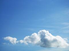 Zuckerwatte (s_mahela) Tags: blue sky cloud himmel wolke blau sonnenschein zuckerwatte bewlkt