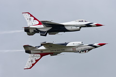 United Stated Air Force - Thunderbirds (Oscar von Bonsdorff) Tags: pictures usa canon suomi finland turku unitedstates photos pics thunderbirds usaf tku sil photographing usairforce xsi squadron canon100400 unitedstatesairforce canon100400l 100400l canonef100400mmf4556lisusm unitedstatesarmedforces 450d aerobaticdisplayteam 100400f4556l unitedstatesairforcethunderbirds eftu canon100400isusm canonefl f16cfightingfalcons canonis100400 oscarvonbonsdorff canonf45l suomenilmailuliitto turkuairshow biggestairshowinfinland2011 mainairshow2011 åboflygshow turunlentonäytös finlandairshow f16dfightingfalcons