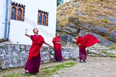 Bhutan (transcendentant) Tags: smiling religious colorful play bhutan natural candid buddhist traditional kingdom shangrila monks casual serene dzong relaxed tranquil himalayas mystic timeless easygoing budhist genuine unspoiled informal grossnationalhappiness childmonks friandly bhutanesefort palyingball