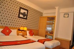 Guest Deluxe Triple room.alt (hanoitouronline) Tags: halongbaytours traveltohanoi bookflightticket sapatrekkingtours booktrainticket hanoitoursinformation halongbayonalovacruises ninhbinhecotours hanoionedaytours halongbayonedaytours vietnamhoneymoontours hanoigolftours hanoivillagestours rentthecars