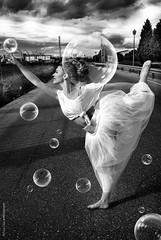 Bubbles dance (NROmil) Tags: woman blanco dance mujer flickr noir negro bubbles bn bella bianco belleza postura