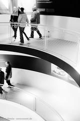 drber & drunter (nSonic) Tags: menschen architektur fotoblog autostadt weg personen kurve area52