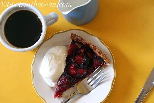 Coffee and plum tart - dignified dessert
