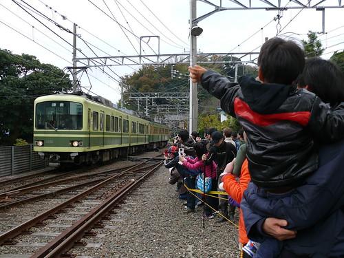 江ノ電305F+1001F@極楽寺検車区タンコロまつり