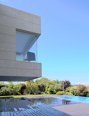 volumen voladizo (A-cero Joaqun Torres Architects) Tags: en de la casa arquitectura y el que galicia joaquin rafael porche por moderna principal sobre torres dormitorio acero llamazares volumen vuela diseada acoge