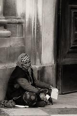 """""""uma ajudinha por favor"""" (Marco_Coelho) Tags: portugal lisboa mulher pb marco pedinte spia pobreza thechallengegame challengegamewinner ilustrarportugal"""