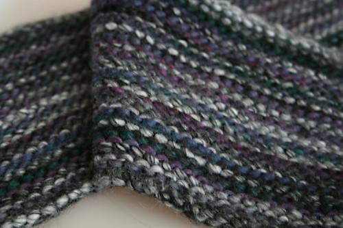 Муж попросил связать шарф.  Неширокий, недлинный, без узора, но чтобы не...