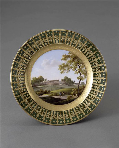 005-Plato de la vajilla de servicio de Napoleon I en las Tullerias 1810-Porcelana de Sèvres- Musée du Louvre-© 2004 Photo RMN  Jean-Gilles Berizzi