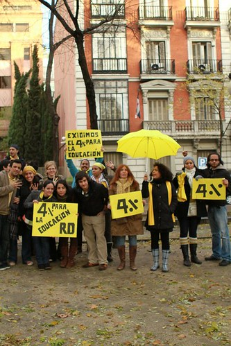 lunes amarillo dominicanos en madrid exigen el 4%- 4