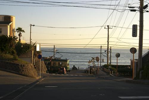 鎌倉高校前から江ノ電と海