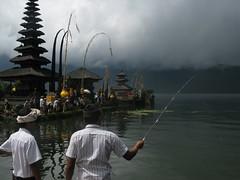 temple Ulu Danu (ben ot) Tags: bali indonesia indonsie candikuning bratanlake uludanu lacbratan bali2010