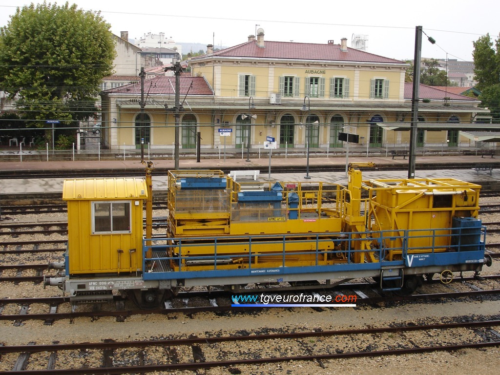 Cet automoteur APMC est souvent incorporé dans les trains de travaux.
