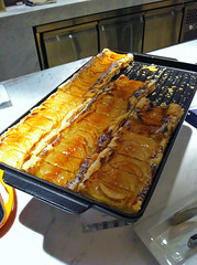 Apple Pie  (Yoshio Taka) Tags: dinner restaurant taiwan taipei buffet       xinyidistrict  latestrecipe   songrenrd  lemeridientaipei  itanlianfood