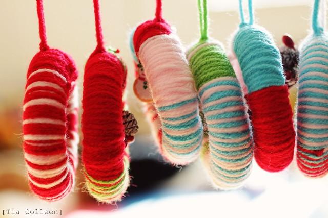 yarn wreath Christmas ornament craft, Christmas crafts, kids crafts
