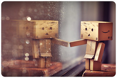 { Danbo reflection } (B@rbar@ (Barbara Palmisano)) Tags: life light reflection cute glass rain still amazon nikon day natural bokeh rainy nikkor pioggia vetro riflesso gocce danbo giornata tenero piovosa danboard