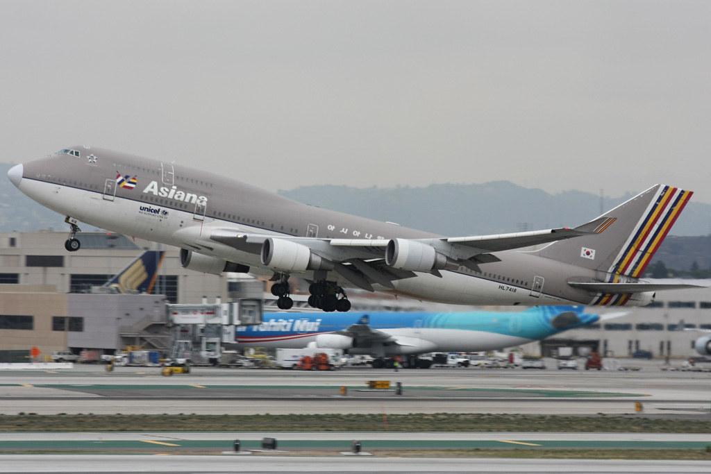 Asiana Boeing 747-400