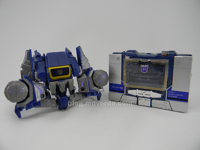 Transformers Cybertronian Soundwave Generations Deluxe vs G1 - modo grabadora