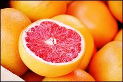 vaison (zcrew) Tags: pink red orange france macro dof market depthoffield grapefruit vaison flickrchallengegroup flickrchallengewinner