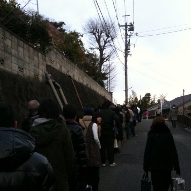 列の長い初詣客