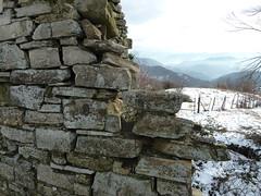 P1010055 (gzammarchi) Tags: muro italia natura campagna neve pietra paesaggio collina livello camminata itinerario piancaldoli firenzuolafi