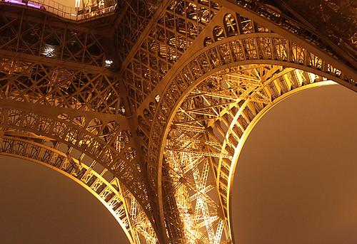 ParisB25