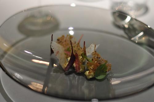 Restaurant Geranium: Blå kornblomst med hybenroser