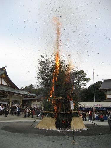 とんど 広島護国神社 2011画像 18