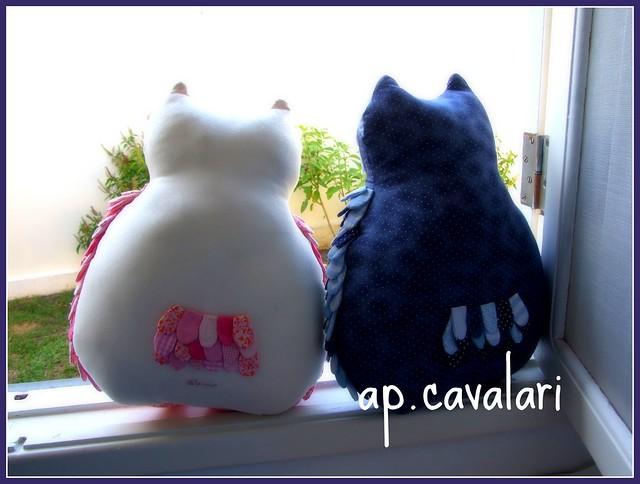 maior papinho na janela do ateliê... esperando a noite chegar... by AP.CAVALARI / ANA PAULA