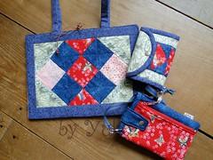 Conjunto Porta livro, moedeira e porta celular (Paula Yuko - Coisa Minha) Tags: patchwork trabalhosmanuais portamoeda