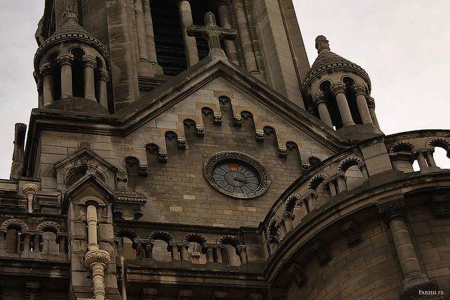 L'horloge de la façade ne fonctionne plus depuis longtemps