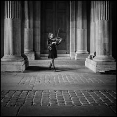 Musique au Louvre (sistereden2) Tags: music violoniste olympus omd em5 markii zuiko 17mm