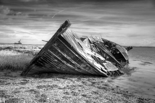 フリー写真素材, 乗り物, 船・船舶, 廃船, モノクロ写真, イギリス,