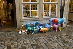 Schnoor - Animals (mrpb27) Tags: christmas party shop germany nikon crafts historic string kanda bremen hanseatic schnoor mrpb27 d40x 18200mmf3556gedifafsvrdx