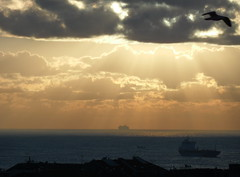 laconica (fotomie2009) Tags: clouds nuvole sky cielo sea mare sunbeams raggi sole boats navi 30 ships