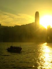 HK sunset (Teo 83) Tags: china sunset sea sun clouds skyscraper hongkong barca tramonto nuvole mare ray ship skyscrapers hong kong cielo sole grattacielo riflessi cina raggi onde reflexes raggio grattacieli rayes wawessky