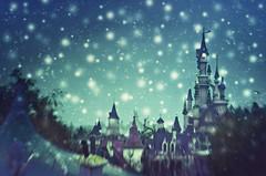 land of enchantment (Ąиđч) Tags: park parco snow paris tower andy lensbaby landscape evening torre princess disneyland andrea magic andrew neve snowing 20 paesaggio enchanted sera nevicata magia principessa benedetti incantato ąиđч